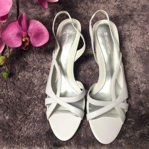 Naturalizer White Pump Heels Shoes